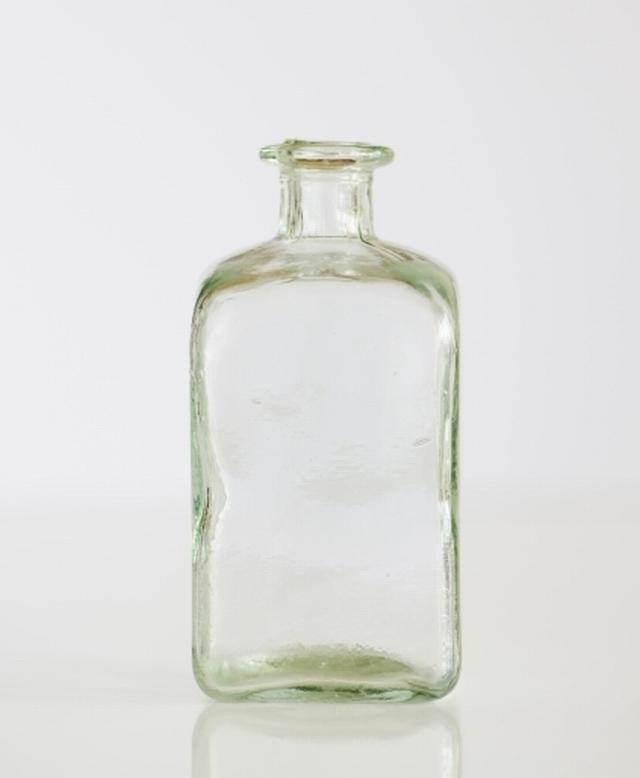 ボトルネックはビンの首のように細くなって物事が滞るところ