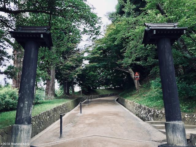 中尊寺月見坂の入り口