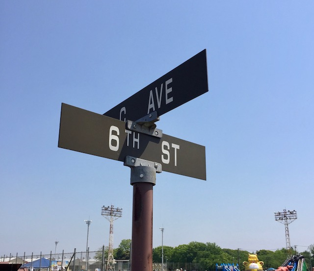 アルファベットと数字で通りを表しています