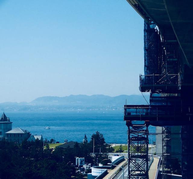 高速舞子バス乗り場で海の向こうに淡路島