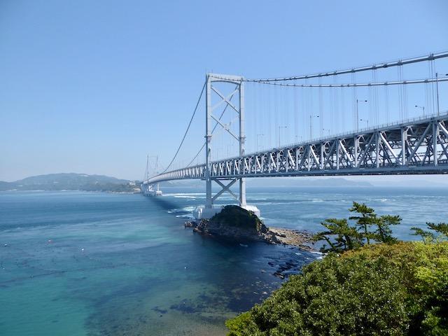 瀬戸内海側から臨む大鳴門橋