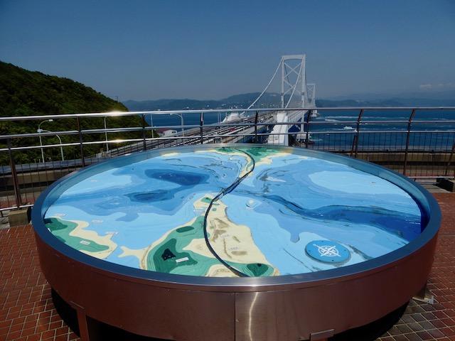 大鳴門橋と渦潮の模型