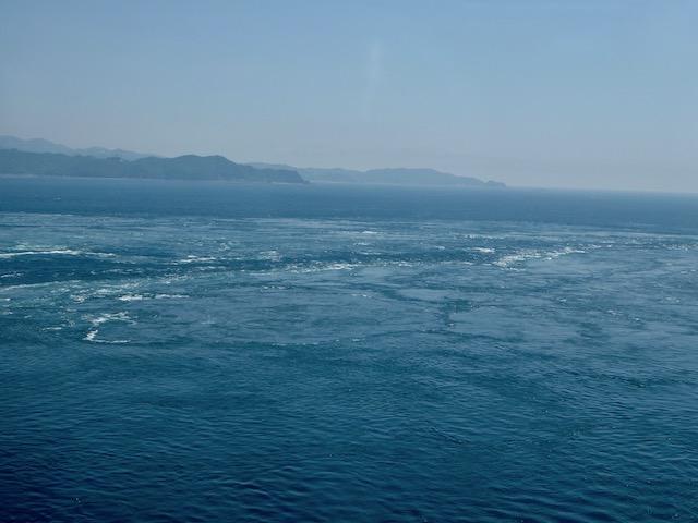 轟々と海が流れている