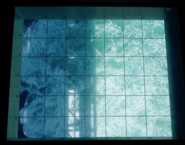 床の一部はガラス張り
