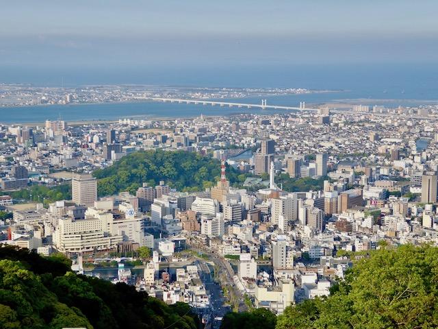 眉山山頂からは、徳島市街が一望