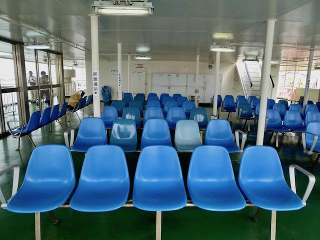 南海フェリーのデッキ席