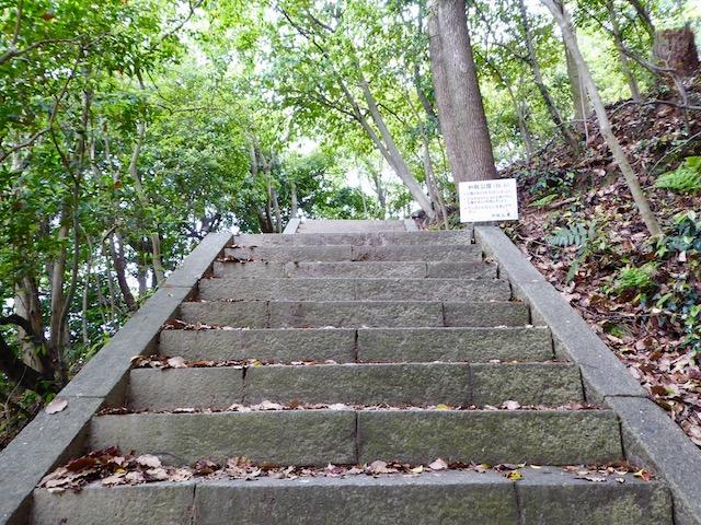和歌浦の鏡山の登山口