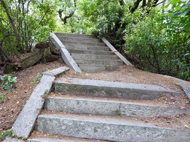 和歌浦の妹背山の登山道
