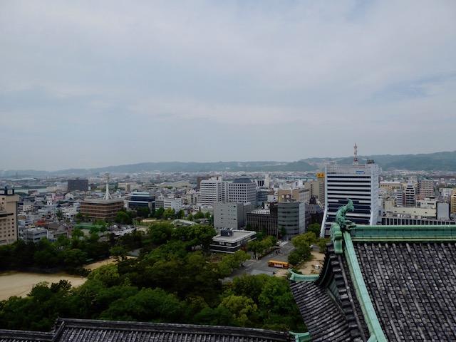 和歌山城の北に和泉山脈