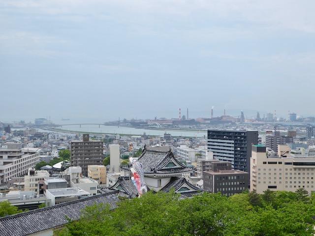 和歌山城の西に海で紀伊水道