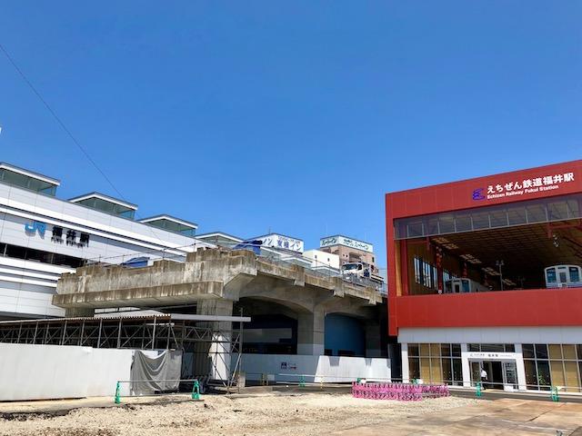 えちぜん鉄道福井駅と北陸新幹線高架