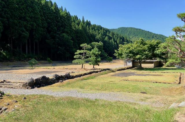 一乗谷朝倉氏遺跡の復原町並の山側の武家屋敷
