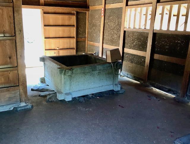 一乗谷朝倉氏遺跡の復原町並の町家の中には井戸があった