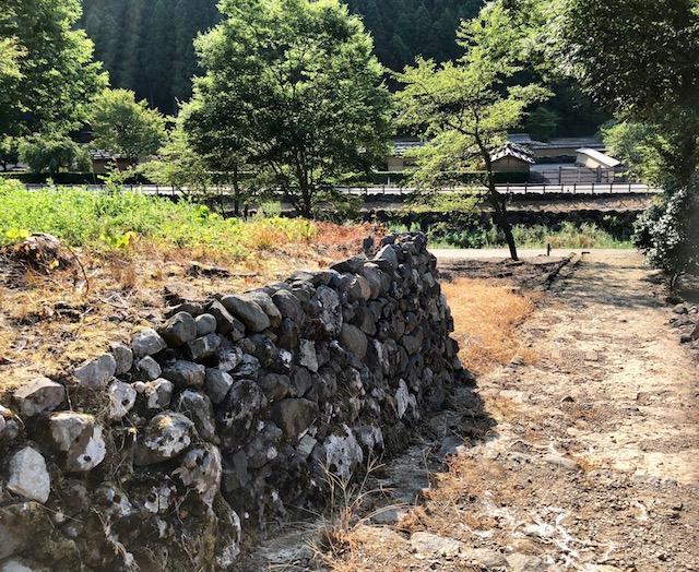 一乗谷朝倉氏遺跡の高台から下る道路跡も遺構