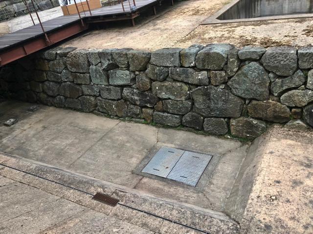 北ノ庄城址で堀跡が想定復元されていた