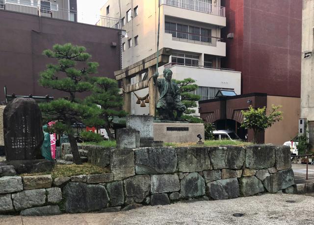 北ノ庄城址の柴田勝家の銅像