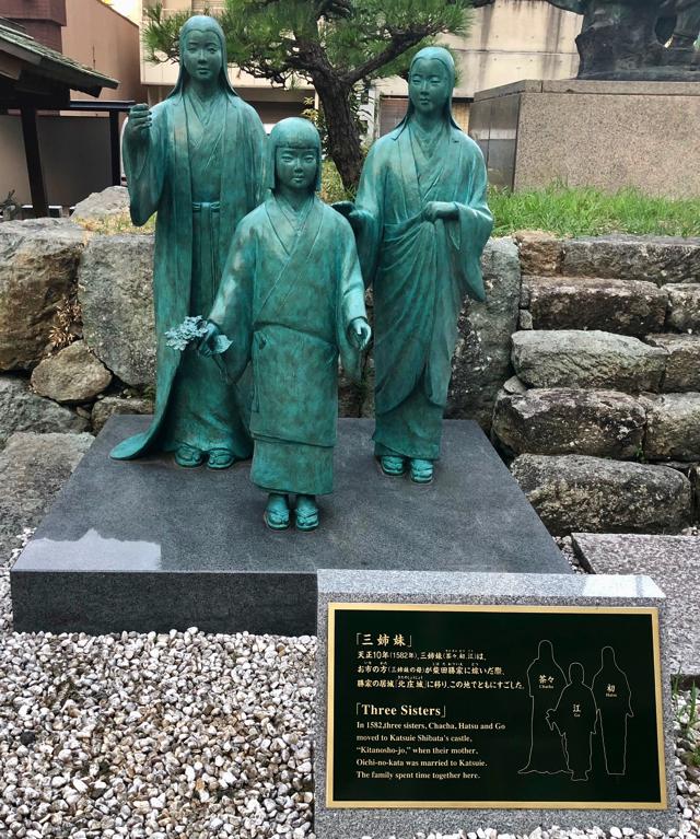 北ノ庄城址に隣接する柴田神社のお市の方の娘の三姉妹像