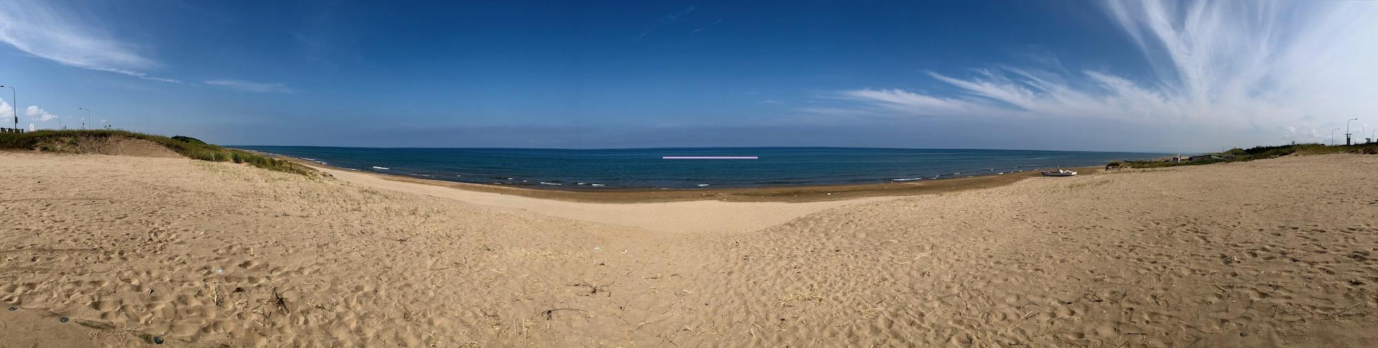 のと里山海道の高松サービスエリアから見る海と砂浜のパノラマ景色