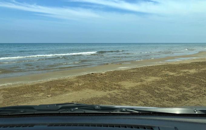 千里浜なぎさドライブウェイの砂浜