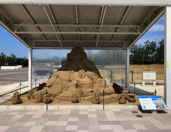 道の駅のと千里浜の砂像