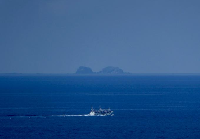 輪島の海で遠くの島まで見渡せます