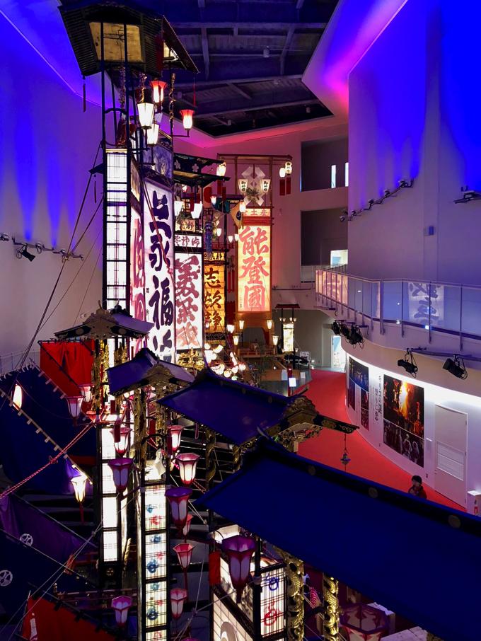 輪島キリコ会館では高い位置からキリコを眺めることが出来る