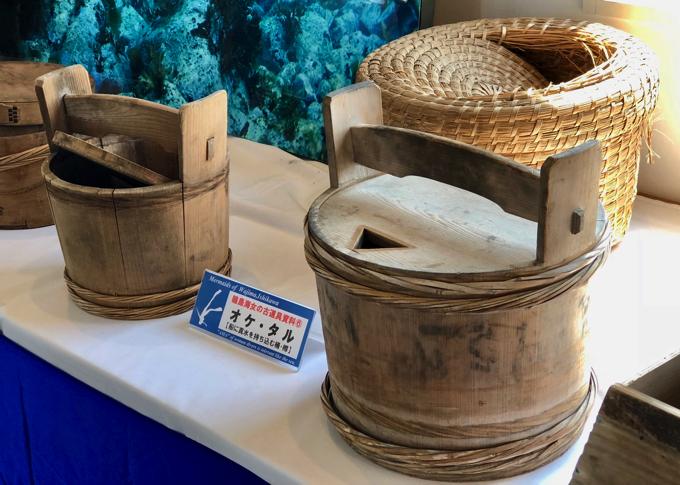 海女漁で使う道具、オケ・タル(舟に真水を持ち込む桶・樽)