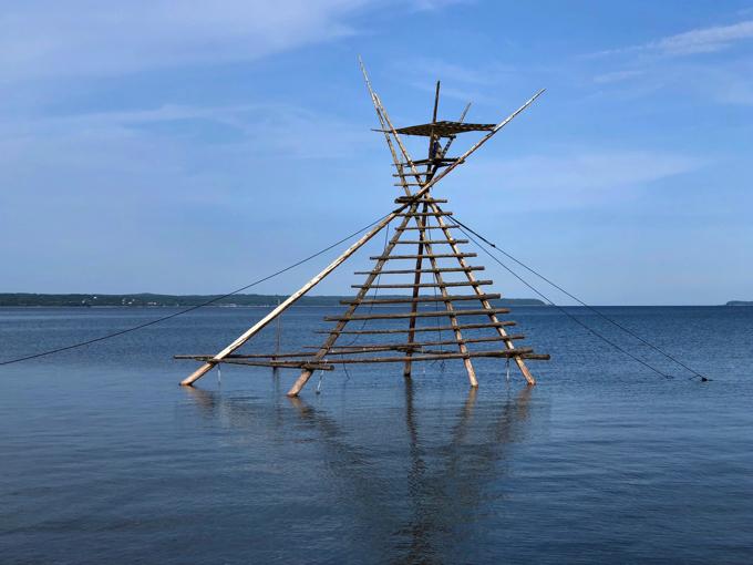 海上オブジェか怪鳥の巣か。奇景ぼら待ちやぐら