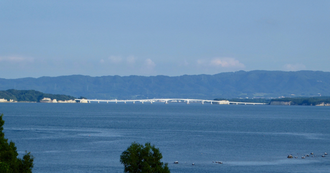 長浦うるおい公園から眺める能登島大橋