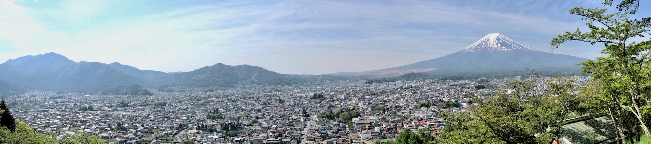 新倉山浅間公園から眺める富士吉田市のパノラマ景色