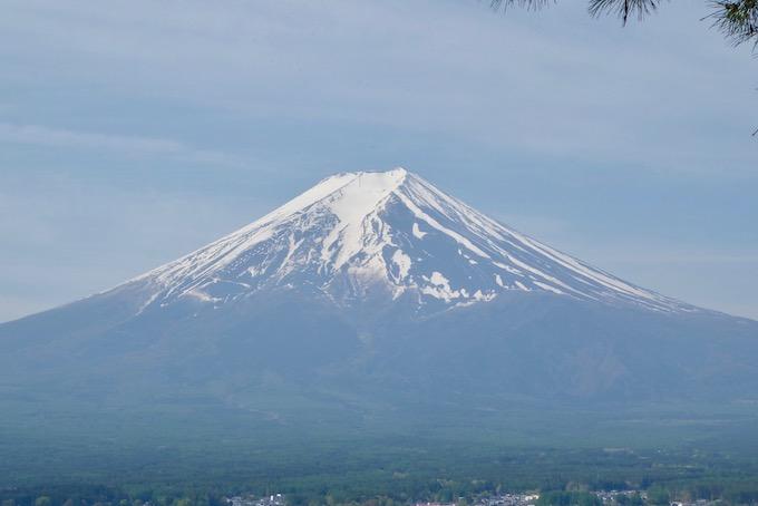 新倉山浅間公園から見た富士山に現れた農鳥