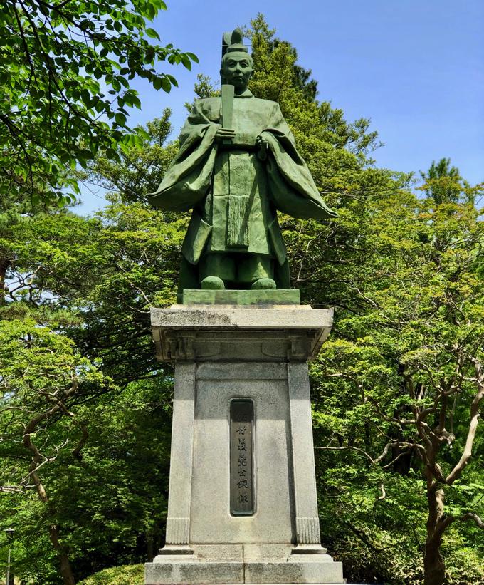 佐竹義尭公銅像