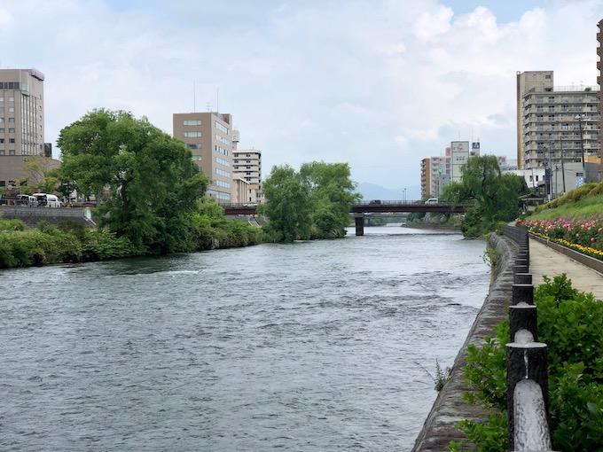 盛岡市街を流れる北上川