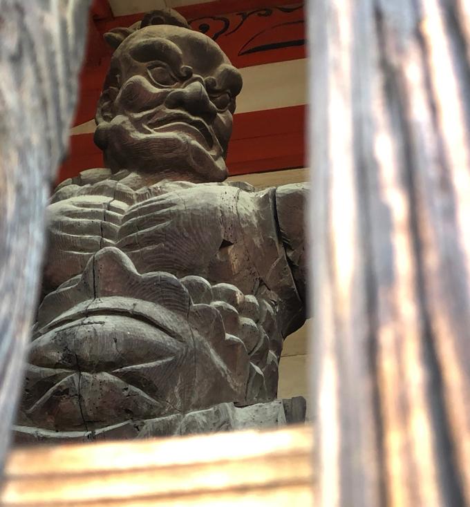 甲斐善光寺の山門の仁王像