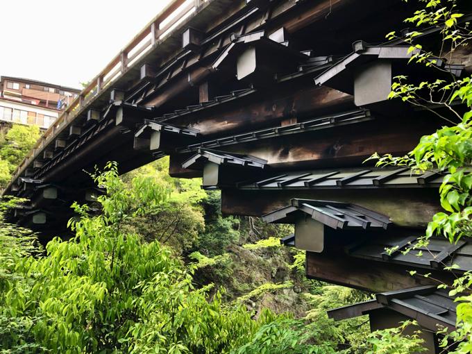 甲斐の猿橋を下から眺める